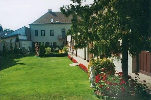 Haus mit großem Garten in Superlage im Ortszentrum,  auch als  Firmensitz, Praxis, Kanzlei oder  für mehrere Familien geeignet