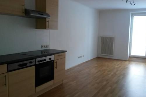 Schöne 4-Zimmer-Wohnung mit getrennt begehbaren Zimmern, ideal für Familien und 3-er-WG`s