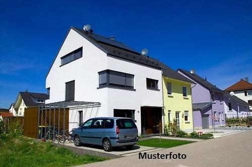 Einfamilienhaus mit Pkw-Stellplatz
