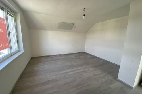 Erstbezug - schöne Dachgeschoss Wohnung