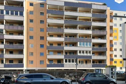 Ruhige sanierungsbedürftige 4-Zimmer-Neubauwohung mit Loggia / Markomannenstraße