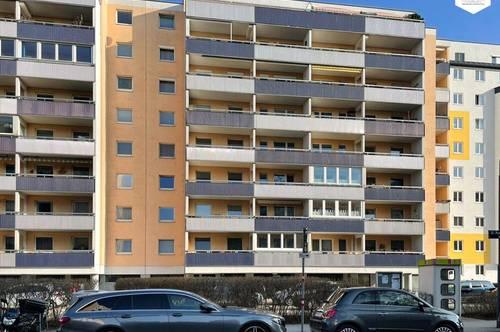 Ruhige sanierungsbedürftige 4-Zimmer-Neubauwohnung mit Loggia / Markomannenstraße