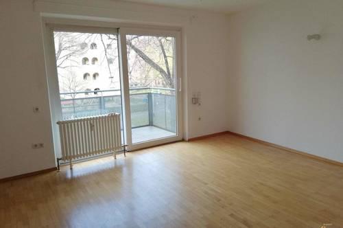 2-Zimmer-Wohnung Rollstuhl-geeignet mit Balkon u. TG Platz