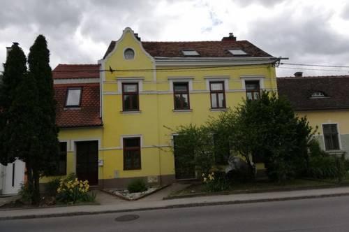 Wunderbare Dachgeschosswohnung mit Parkblick! Mietpreisreduktion!!!