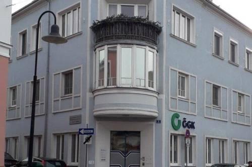 Luxuriöse Altbauwohnung mit 2 Balkone im Zentrum