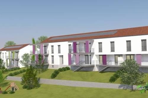 Familiengerechte Neubauwohnung mit Terrasse und Carport