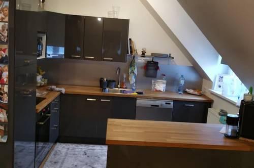 13976 Neuwertige Küche, große Loggia!