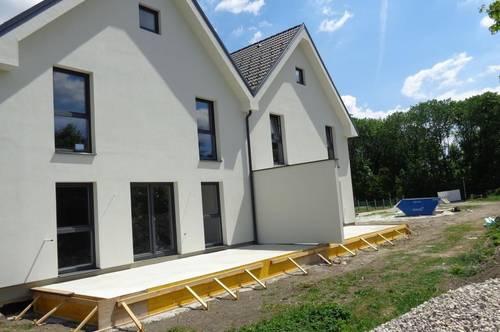 Geräumige Doppelhaushälfte mit Wohlfühlcharakter - PROVISIONSFREI  - TOP 6
