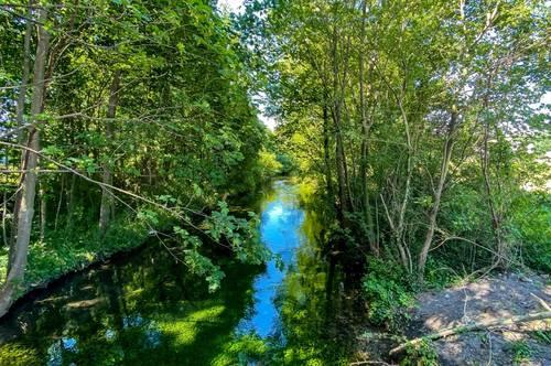 ++ Virtueller Rundgang 360° ++ Waldrandgrundstück mit Seezugang - angrenzend an einen Fluss