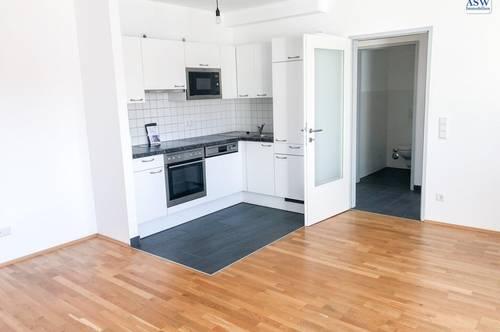 Perfekt aufgeteilte, helle 3 Zimmer-Wohnung mit Terrasse und Balkon - auch als WG geeignet