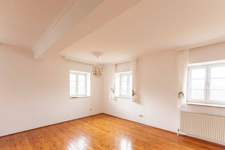 Wohnzimmer sehr hell