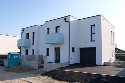2 NEUBAU-Doppelhaushälften mit Garagen - 4 Zimmer + 51 m² Wohnküche + 2 Balkone / 10 Autominuten von Wien Oberlaa