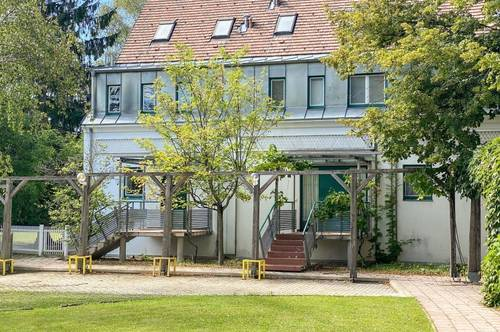 Großzügiges elegantes Reihenmittelhaus in bester Grinziger Lage // Spacious elegant town-middle-house in a prime Grinzig location //