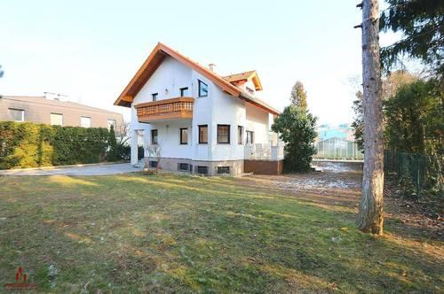 RUHIGE LAGE, Helles, großes Haus mit Garten, 4-5 Zimmer, Grünruhelage, Terrasse, Abstellplatz und Garage