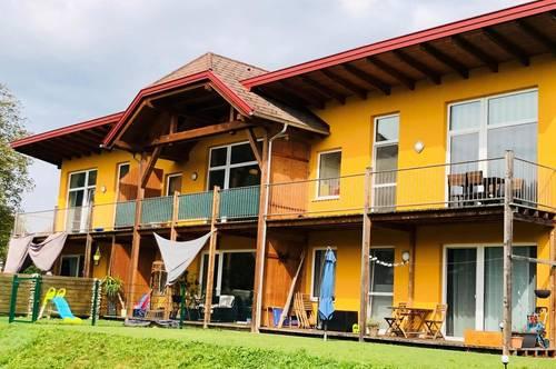 Schöner Wohnen im ehemaligen Vierkanthof! Neuwertiges Reihenhaus mit offener Galerie in absoluter Ruhelage