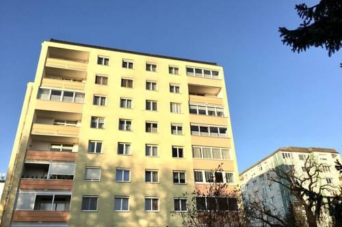 Möblierte 3 Zimmer-Wohnung mit Loggia & Garage mit Traunstein & Weitblick