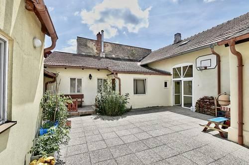 Mödlinger Bestlage! Entzückendes Eckzinshaus mit Ausbau-Potential in absoluter Ruhelage nahe Bahnhof