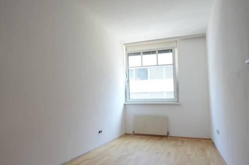 Attraktives WG-Zimmer Nr. 2 in moderner Großwohnung direkt im Zentrum - ab sofort!