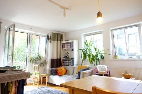 Gartentraum: Ruhige 2-Zimmer-Wohnung mit Stellplatz - ab Juli!