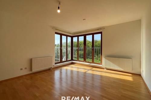 Wohnen mit Blick ins Grüne direkt am Lainzer Platz: Helle 2-Zimmer-Wohnung (67 m² inkl. Heizung, WW und Garagenstellplatz) im 4. Liftstock