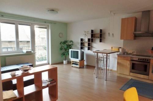PROVISIONSFREI - ideal für 2 Studenten - möblierte 3 Zimmer Wohnung mit Balkon inklusive Garage