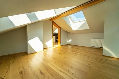 Moderne DG-Maisonette Wohnung mit Balkon