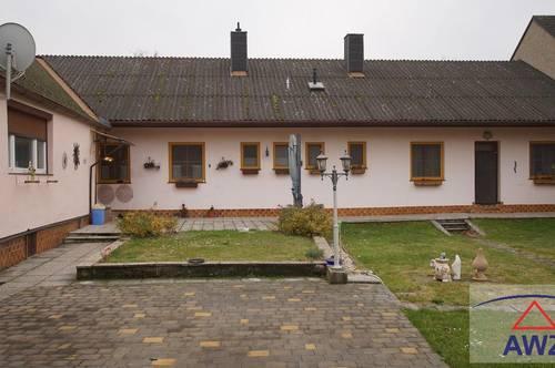Gepflegtes Mehrfamilienhaus mit großen Grund und Pool