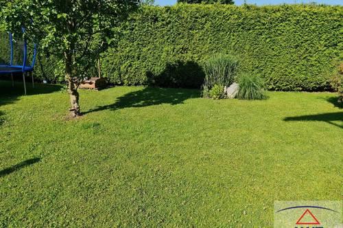 Bürmoos: Haus mit 2 Wohnungen und gemütlichem Garten!
