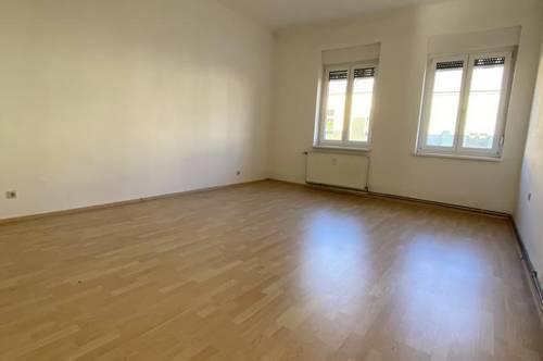 Ideal für Pärchen - 2,5 Zimmer - zentrale Lage - Balkon!