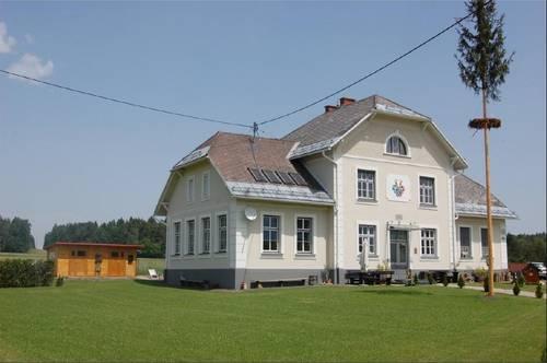 Wohntraum in ehemaliger Schule in idyllischer Naturlage!