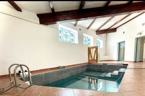 Exquisite Wohnung mit Indoor Pool !
