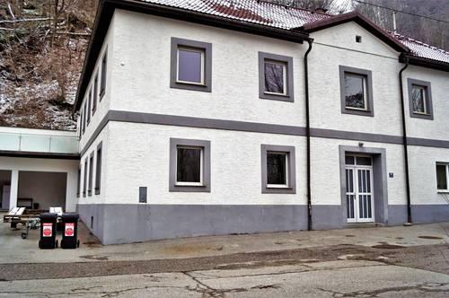 Großfamilien Aufgepasst! Solides Mehrfamilienhaus mit 4 Wohneinheiten