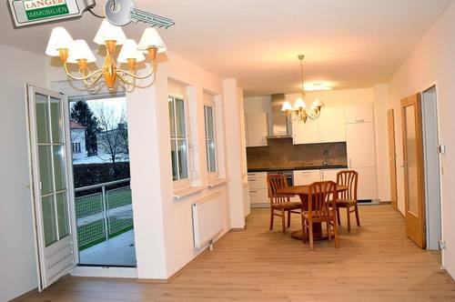 <b>Eine Loggia und einen Garagenplatz hat diese großzügige 2 Zimmer Erdgeschosswohnung!!!</b>