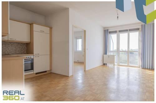 Perfekt aufgeteilte 2 Zimmer Wohnung mit Balkon und Fernblick!