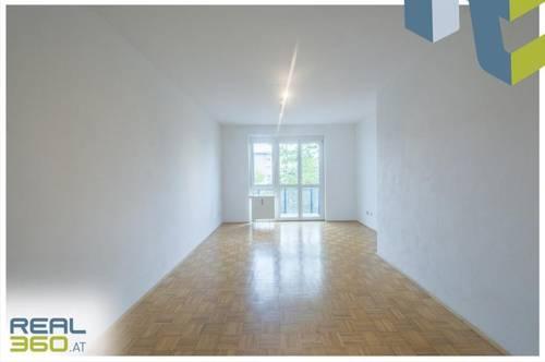 2-Zimmer-Wohnung mit Balkon in den ruhigen Innenhof ab sofort beziehbar!