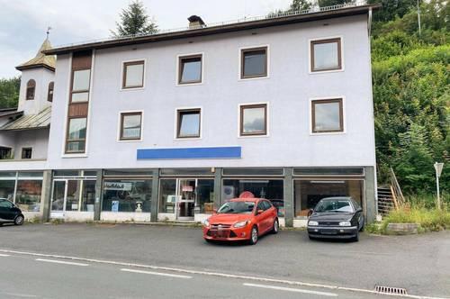 Wohn- und Geschäftsgebäude. In Paternion.