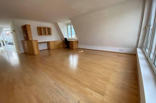 Große, helle Wohnung mit Terrasse und Bergblick - Zentrum und ruhig.