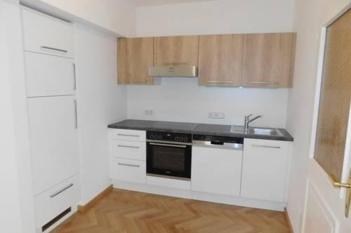 Neue Dachgeschoß-Wohnung mit 3 Zimmern