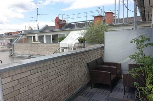 Helle Dachgeschoss-Maisonette mitten in der ALTSTADT mit sonnigem Balkon