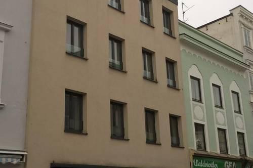 Großzügige, gepflegte 2-Zimmer-Wohnung im Stadzentrum von Ried mit möblierter Küche