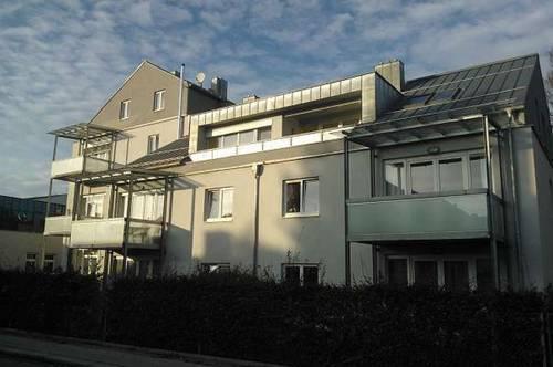 Großzügige, helle 3-Zimmer-Wohnung mit überdachtem Balkon und möblierter Küche in zentraler Lage in Ried
