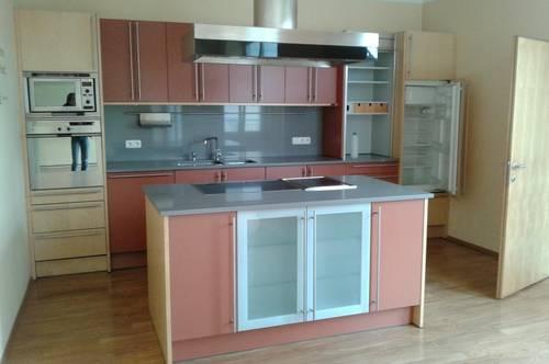 Helle, geräumige 3-Zimmer Wohnung mit großer Terrasse und möblierter Küche in Zentrumslage Ried