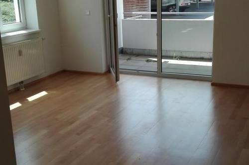 Gepflegte, großzügige 3-Zimmer Wohnung mit neuer Küche und Loggia in guter Wohnlage in Ried