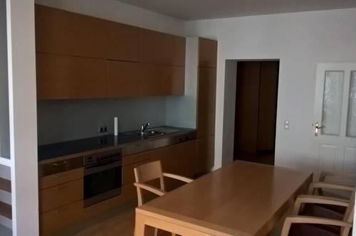 Kurzfristig beziehbare, teilmöblierte 3-Zimmer-Wohnung im Rieder Stadtzentrum - auch als WG geeignet!