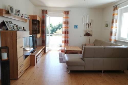 Schöne, teilmöblierte 3 Zimmer Wohnung mit Balkon - Pauschalmiete