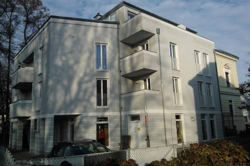 Gemütliche Mansardenwohnung mit 2-Zimmern, Terrasse und PKW-Stellplatz in zentraler Lage Ried