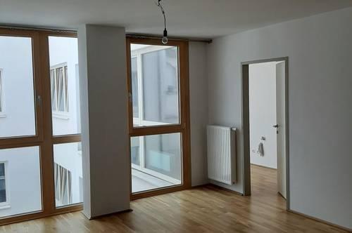 Ruhige, zentral gelegene 2-Zimmer-Mietwohnung mit neu möblierter Küche und kleinem Balkon in Ried