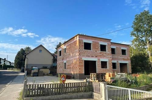 **KAUFPREISREDUZIERUNG UM € 20.900,00** Grundstück mit Rohbau-Doppelhaushälfte inkl. fertigem Dach zum selber fertigstellen