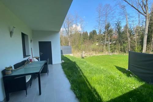 Attraktive Doppelhaushälfte mit Garage in Leombach