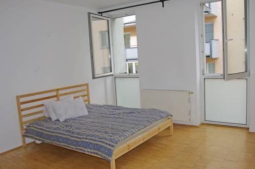 Voll möblierte 1 Zimmer Wohnung inkl. Tiefgaragenparkplatz am Auberg